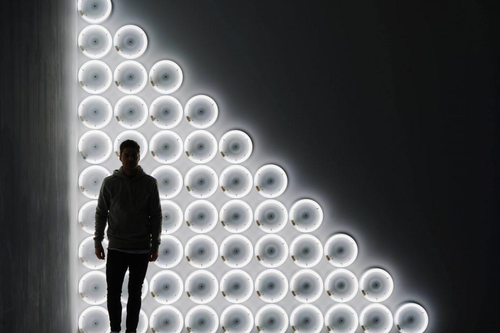 Lampen op de achtergrond zorgen ook voor een leuk silhouet effect