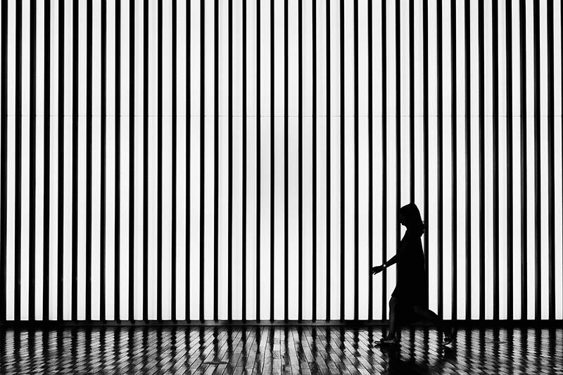 Een bijzonder effect met de verticale strepen een silhouet met herhaling en patroon