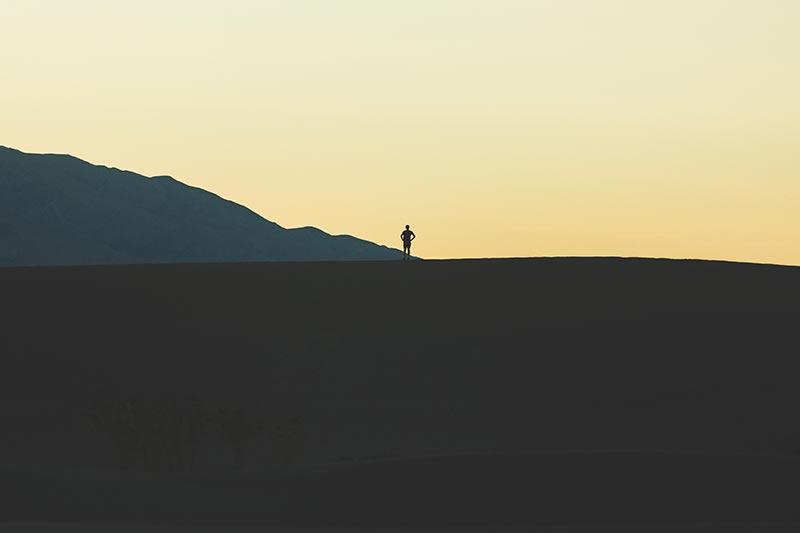 Slechts 4 verschillende kleuren maken deze silhouetfoto tot een krachtig beeld
